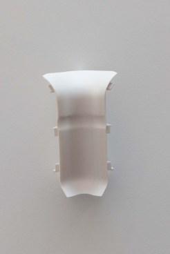 Accesorio de montaje esquina interior pvc blanco para tarima vinilica.