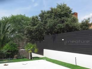 Cerramiento exterior sobre muro con madera sintética