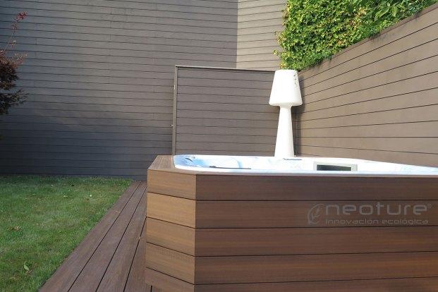Revestimiento paredes jacuzzi con madera tecnológica Mod. NeoCros Ipe