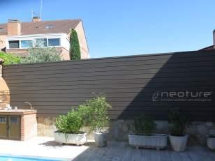 Vallado exterior madera composite para separación de parcelas.