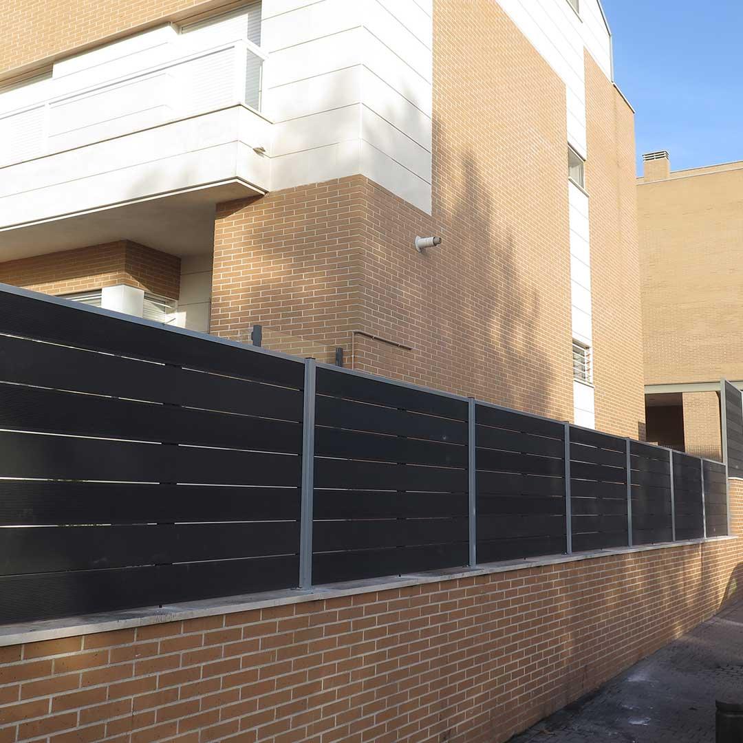 Celosia de madera sint tica para terrazas y jardines for Celosia de madera para jardin
