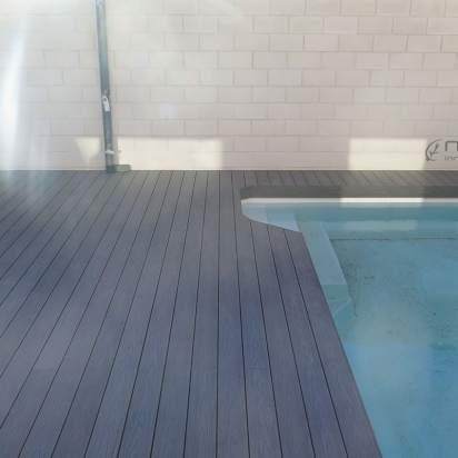 Tarima madera composite exterior para piscinas.