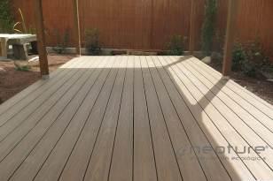Tarima madera composite para zonas de terrazas y jardines