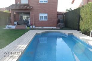 Tarima exterior madera composite piscina