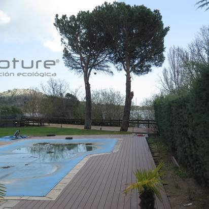 Tarima madera exterior composite para piscinas