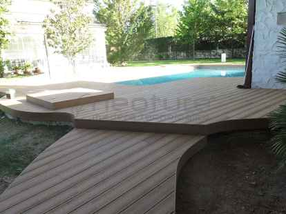 Tarima antideslizante para piscinas