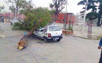 Windstorm-Kathmandu-Nepal-Taxi