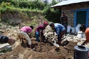 People working at Kalinchok for 1H 1T (1)-K300