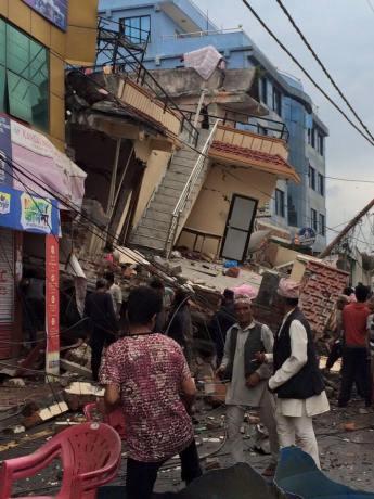 earthquake Nepal april houses damaged 12
