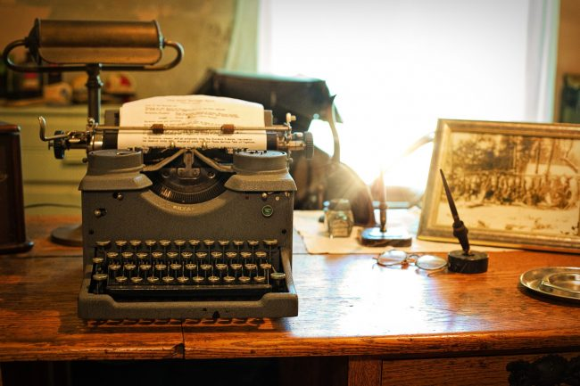 Vintage-manual-typewriter