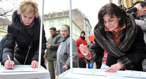 100 forintot fizetett a Fidesz minden aláírásért