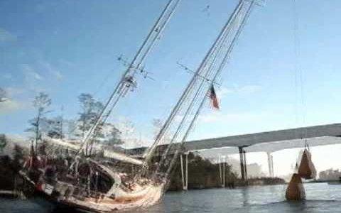 Вот так бы под «Старым» мостом в Днепропетровске прошмыгнуть….