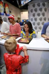 DC The Flash Cast SDCC 2017 Signing 07