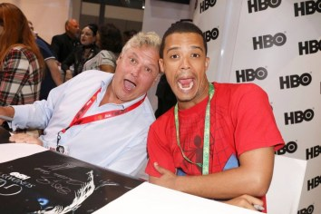 """Nerdeek Life Game-of-Thrones-SDCC-2017-Signing-17 Game of Thrones: """"Let's finish with a high kicking number!"""" Conventions"""