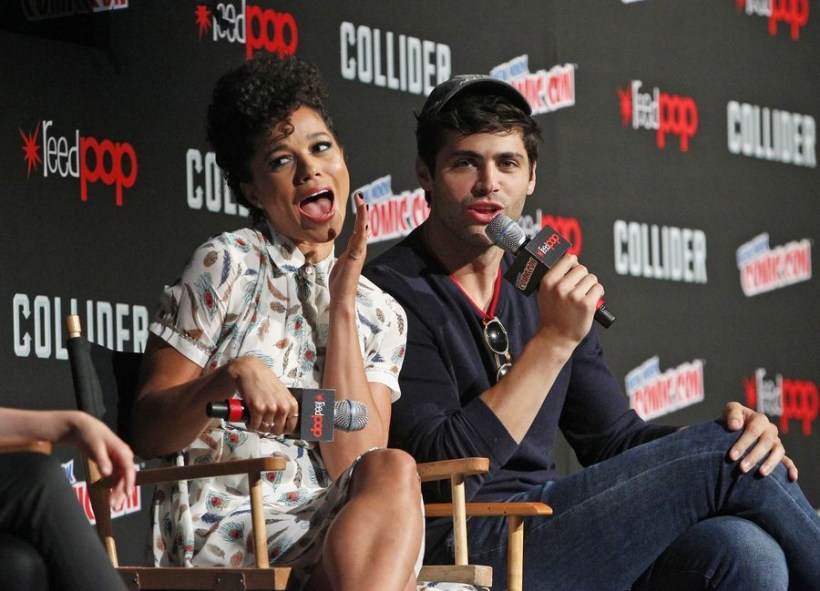 Nerdeek Life Shadowhunters-NYCC-2017-Panel-5 Freeform's Shadowhunters teases love and chaos at NYCC 2017 Conventions Nerdeek Life