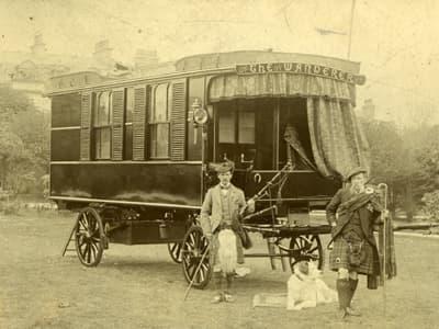 """Stables ve gezgin karavanı """"Wanderer"""", 1880 (görsel: Wikipedia)"""
