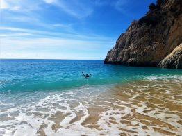Kaputaş Plajı, Şubat ayında deniz sezonunu açarken