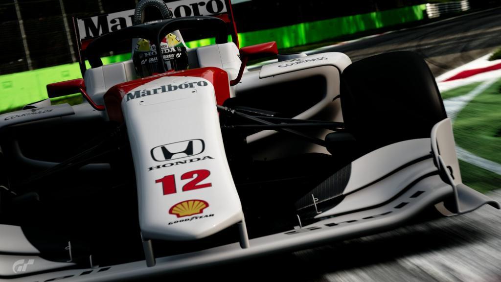 Super Formula sporting Senna's famous McLaren livery