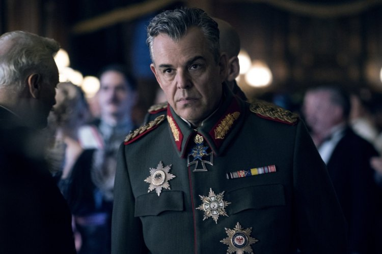Danny Huston é o grande vilão do filme