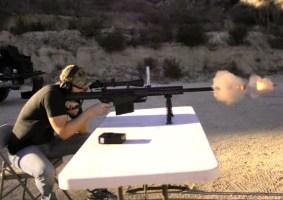 O que acontece quando o PS4 leva um tiro de calibre 50?