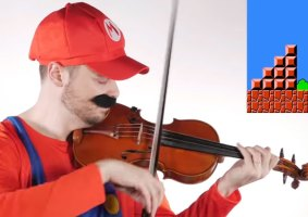 Músico acompanha fase de Mario Bros no violino