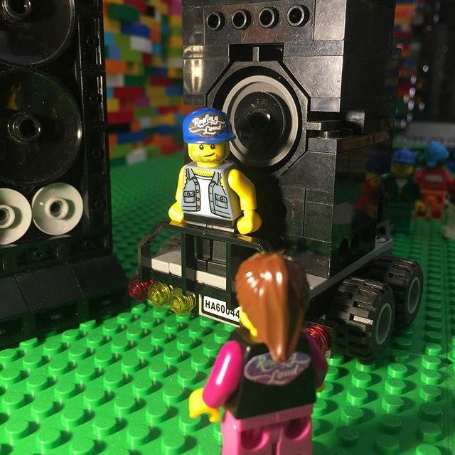 Estrutura artística abriga festival em LEGO escondido