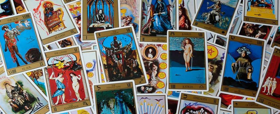 As cartas de tarot surrealistas de Salvador Dalí serão relançadas
