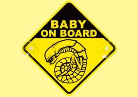 Bebê Alien a Bordo é o adesivo perfeito para o carro