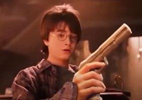 Artista insere armas em Harry Potter ao invés de varinhas