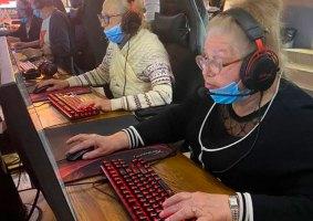 Time de velhinhos do CS:GO tem média de idade de 75 anos