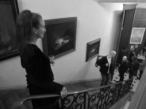 Nerdrum-open-house_Nanne-Nyander-descending-the-main-staircase-with-Nerdrum's-tortured-animal-series_1-
