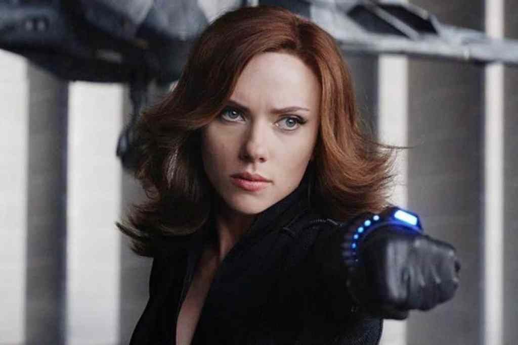 Black Widow Pathfinder Second Edition, Natasha has her fist extended with a determined look in her eye.