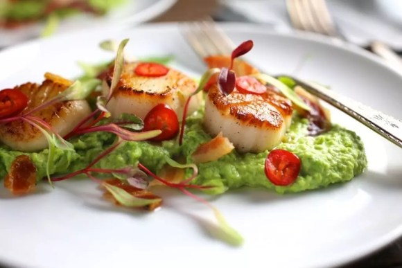 Seared Scallops with Jalapeno-Lime Butter, Pea Purée and Crispy Pancetta