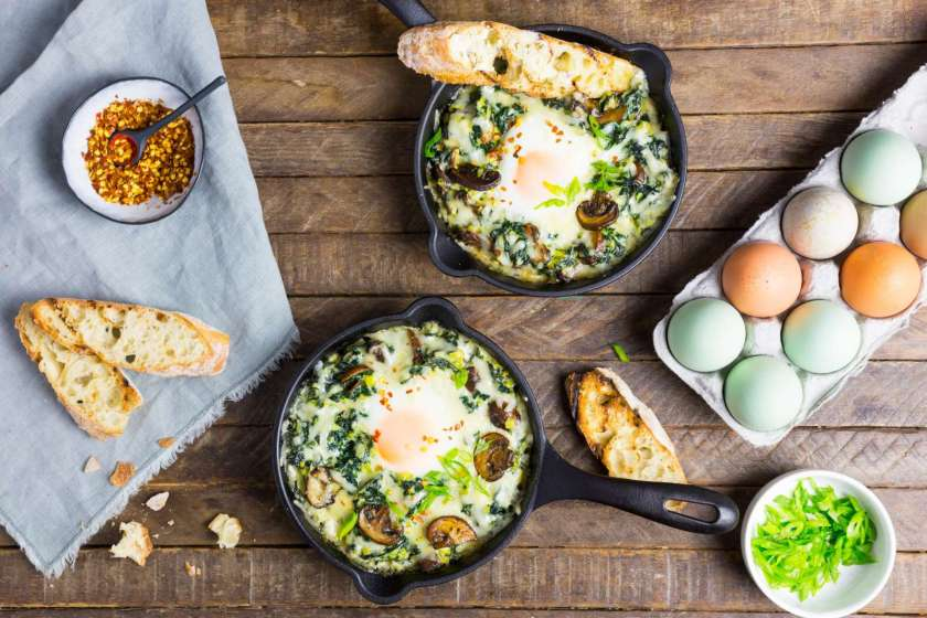 baked eggs with kale spinach