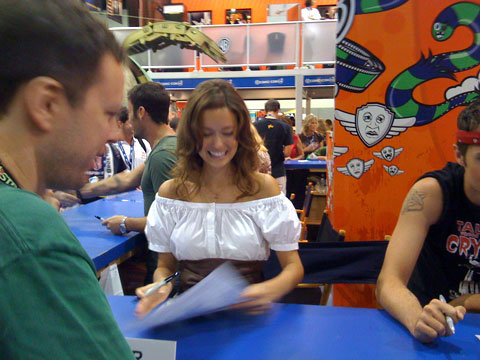 San Diego Comic Con 2008, SUMMER GLAU FROM TERMINATOR: THE SARAH CONNOR CHRONICLES SIGNS AUTOGRAPHS.