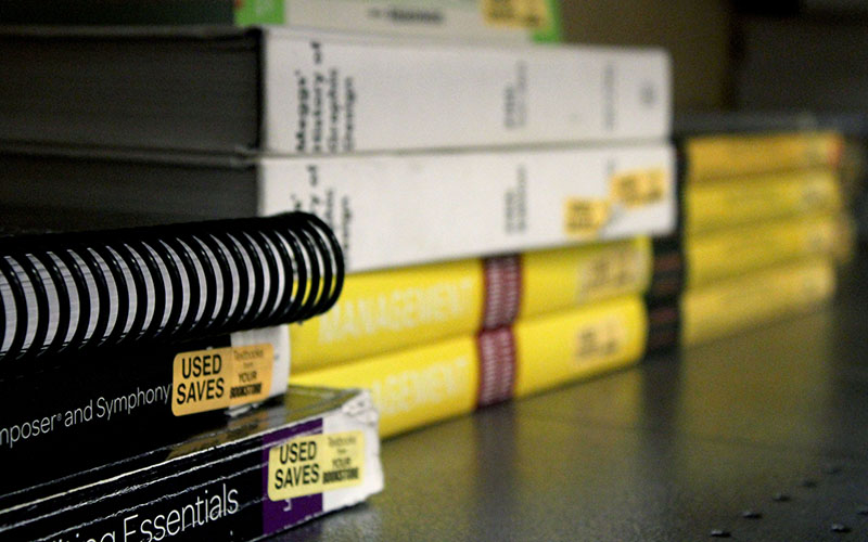 Eighty-two percent of the more than of 2,000 university students surveyed in a national poll said they would do significantly better in a course if the textbook was available free online and buying a hard copy was optional, according to a report by U.S. Public Interest Research Group released in 2014. (Photo by Devon Cordell/Cronkite News)
