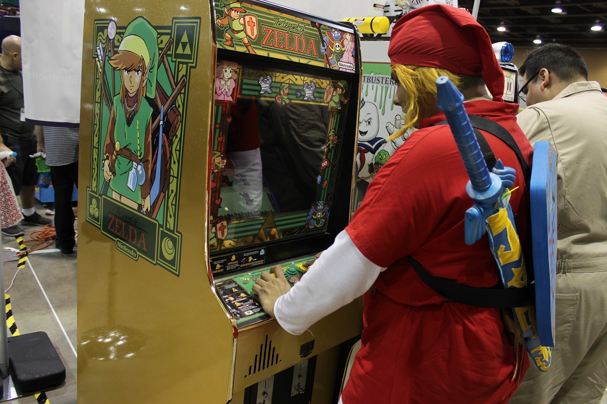 A Link cosplayer couldn't resist the chance to play some Legend of Zelda onsite. Photo by Justin Franco.