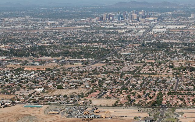 Regional transportation officials want to expand the current 26-mile-long rail system, running from Phoenix to Tempe and Mesa, to 66 miles by 2034. (Photo by Jake Eldridge/Cronkite News)