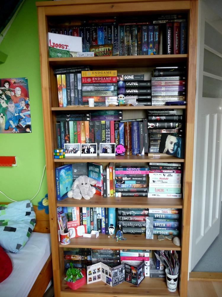 Boekenkast boekenkast perspectief afbeeldingen Bookshelf Tour #1 De boeken van Uitgeverij Moon – NerdyGeekyFanboy