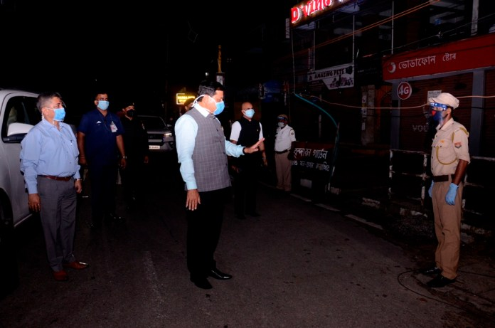 CM Sonowal stops his carcade and talks to on-duty police personnel