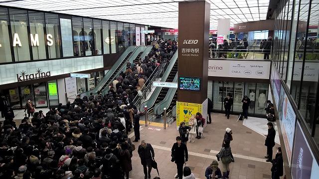 大雪・入場規制の京王吉祥寺駅