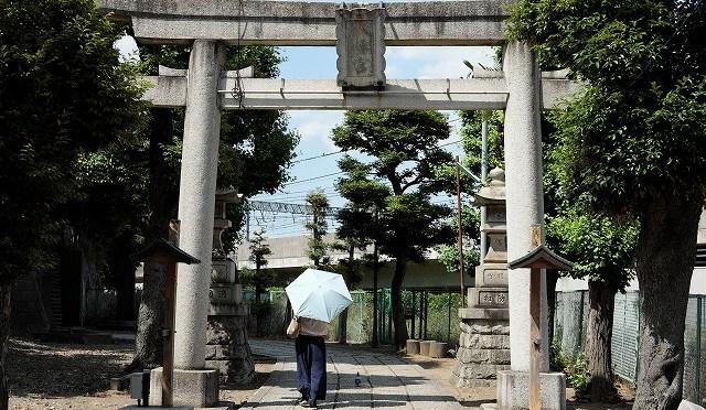 御朱印おやぢ・関ジャニ∞の聖地・新幹線が鳥居をくぐる赤羽八幡神社