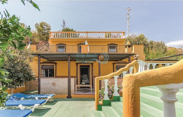 Big country house Nerja with pool garages large sunny terrace for sale