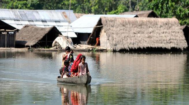 असम में बाढ़ का प्रकोप , 25 जिले बाढ़ में डूबे