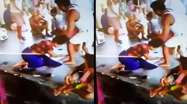 त्रिपुरा: दिन दहाड़े हजारा पाड़ा बाज़ार में महिला की सरेआम पिटाई- महिला की हालत गंभीर