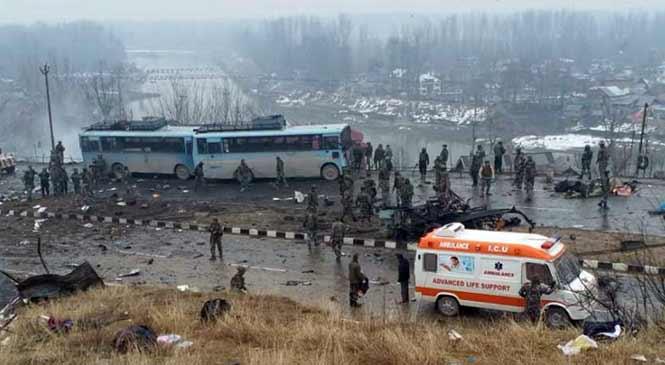 कश्मीर में आतंकी हमला: 18 CRPF जवान शहीद- LIVE UPDATE