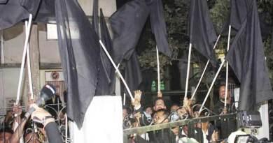 असम: आसू सदस्यों ने पीएम मोदी को दिखाए काले झंडे