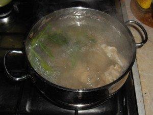 Во время варки добавить в кастрюлю корень петрушки или сельдерея
