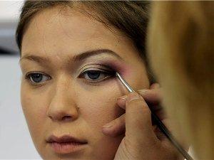 как делать макияж глаз с нависшими веками