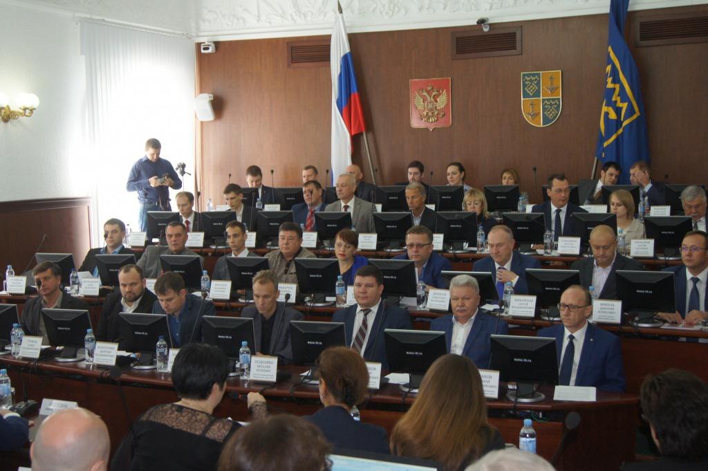 С областных депутатов спросят за отмену партийных списков на выборах